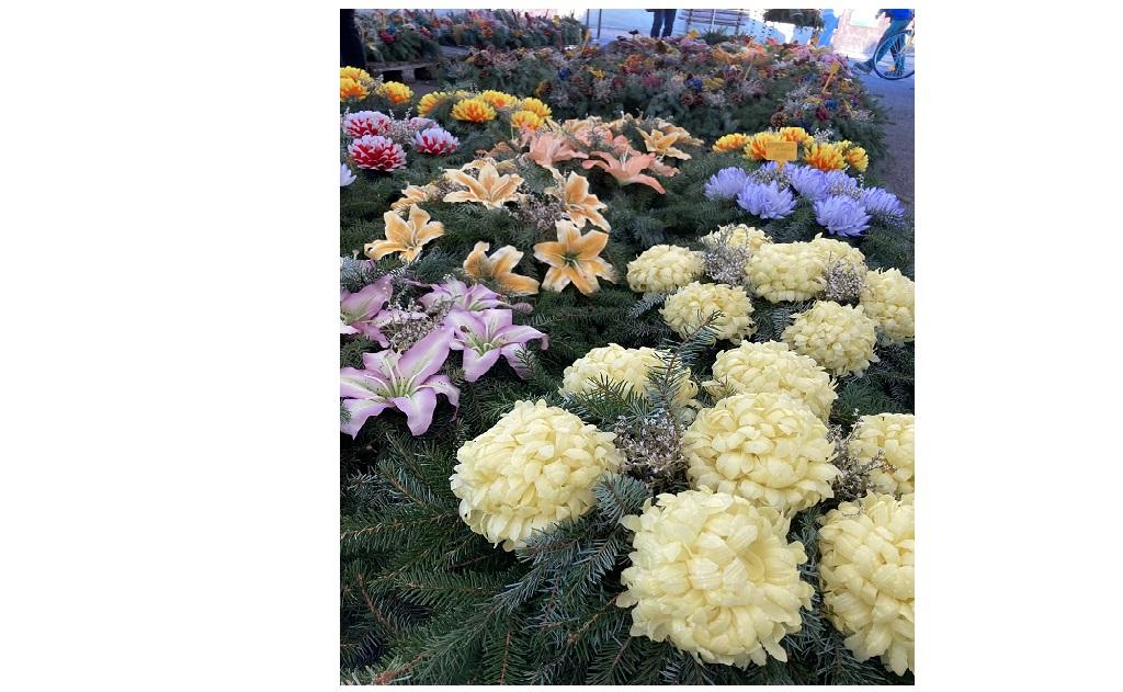 Věnce, svíčky a květinová výzdoba na hroby a hřbitovy Opava
