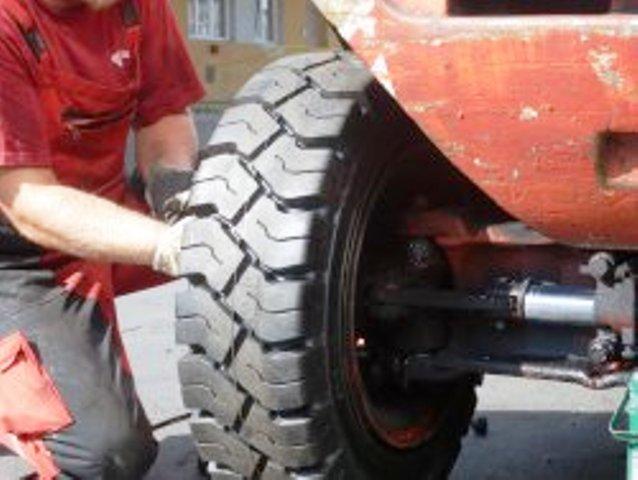Montáž pneumatik přímo v terénu