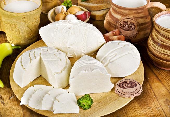 Slovenské, tažené sýry, korbáčiky, oštiepky, parenice-prodej sýrové speciality ze Zázrivé