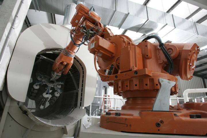Výroba a prodej průmyslových robotů