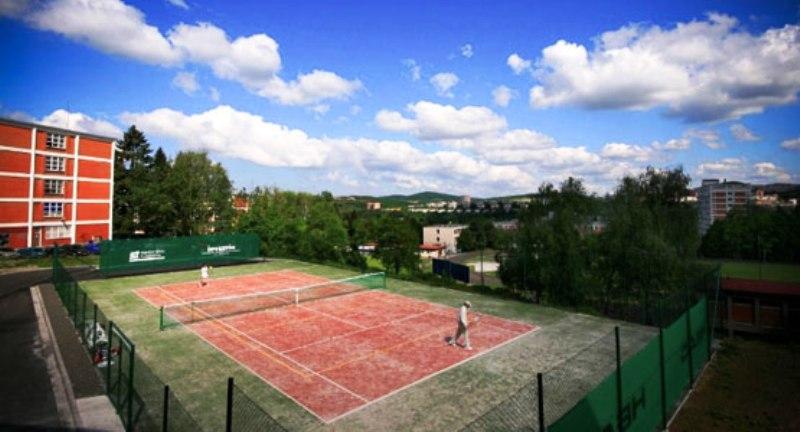 Tenis pro veřejnost - vnitřní i venkovní tenisové kurty ve Zlíně