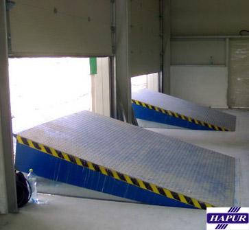Vyrovnávací můstky pro rampy při přistavení vozidla - pohodlné a bezpečné nakládání