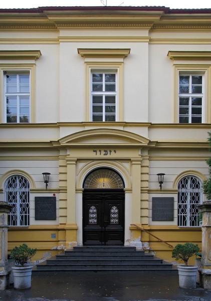 Muzeum ghetta Terezín - vznik v budově bývalé terezínské školy v Památníku Terezín