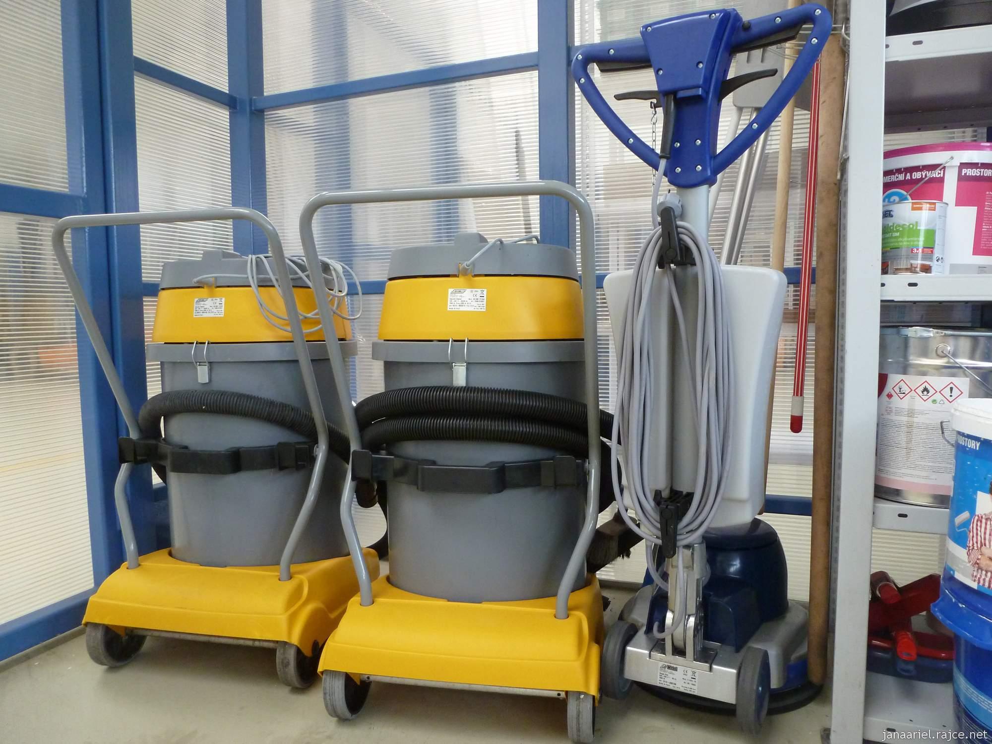 Úklid a čištění nemocnic, průmyslových objektů, firem, institucí a bytů