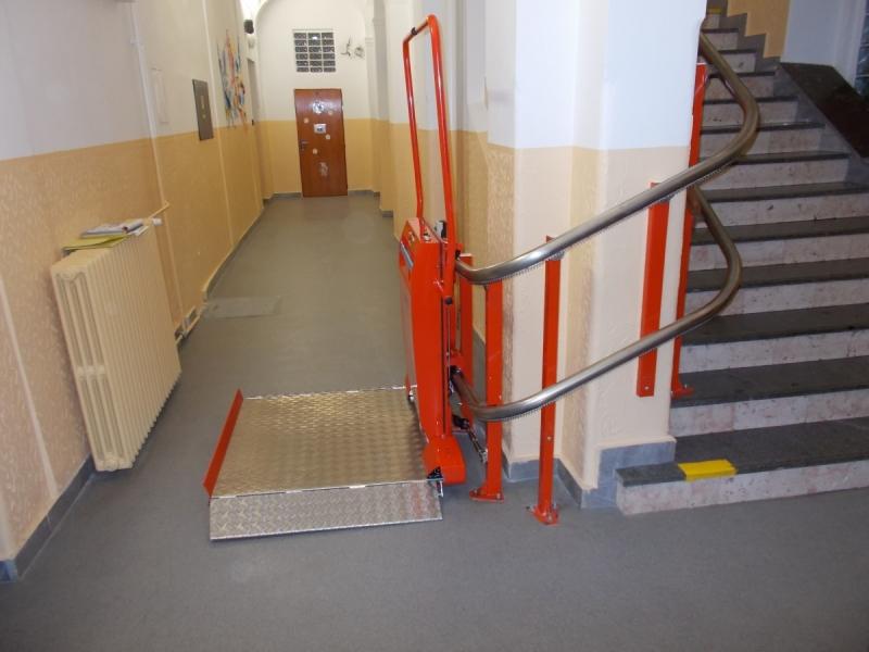 Šikmá schodišťová plošina pro vozíčkáře Prostějov