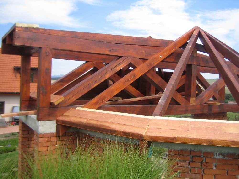 dřevená konstrukce altánu