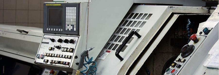 Soustružení a obrábění kovových dílů na CNC strojích