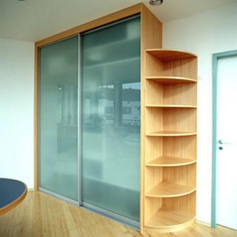 Vestavěné skříně, Kuchyně, stoly, obývací stěny, schodiště i kancelářský nábytek vyrábí Truhlářství Matefi v Praze