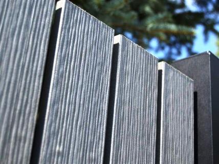 Plotové latě z plastu - levná náhražka dřevěných plotovek Zlín
