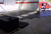 zátěžové podlahové panely z PVC Brno