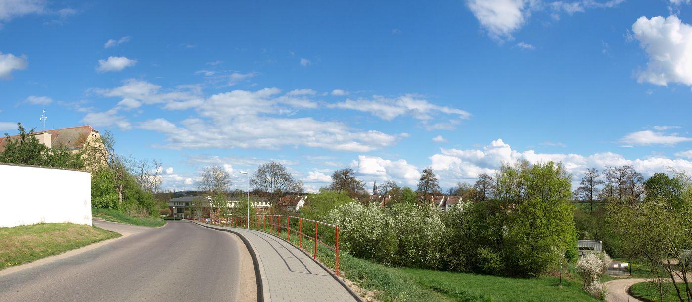 Pokládka chodníkové a zámkové dlažby, práce kompresorem a vibrační deskou Moravské Budějovice