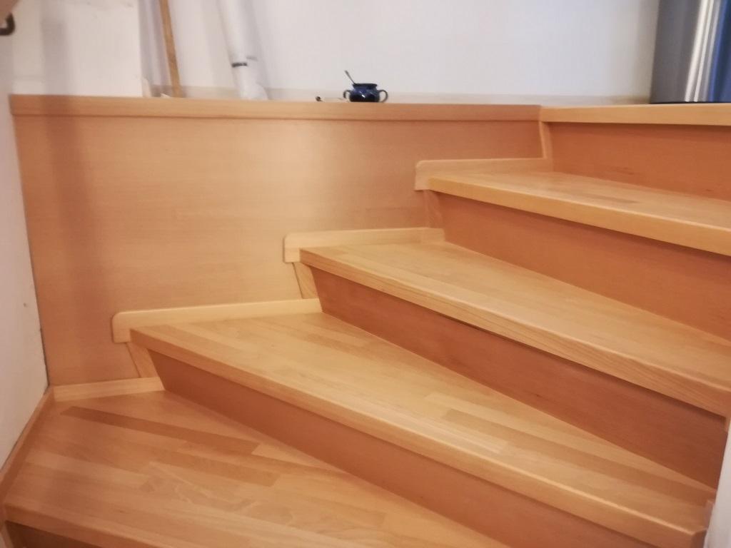 Schodiště, schody se schodnicí, sedlové schody a schodišťová madla