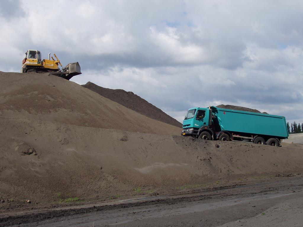 Přeprava sypkých hmot cementu písku popílku Pardubice