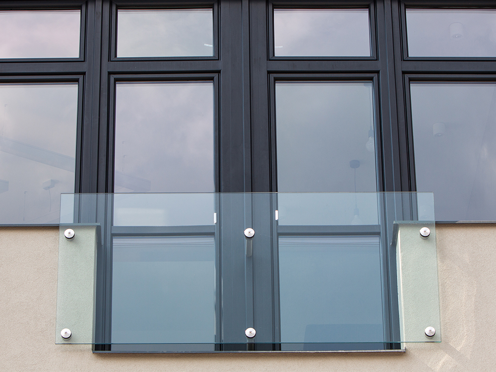 Facade glass, glass railings, panes - glass for exterior applications of the Czech Republic