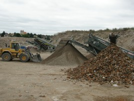 Recyklace uložení drcení stavebních demoličních odpadů Hradec