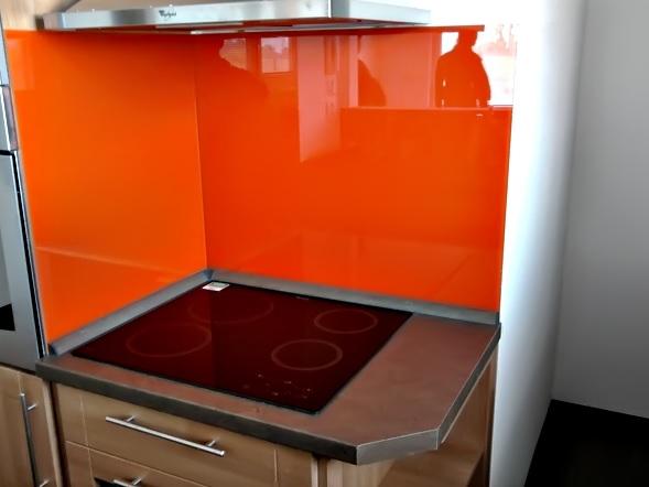 Moderní, barevné skleněné obklady do interiérů, komerčních prostor