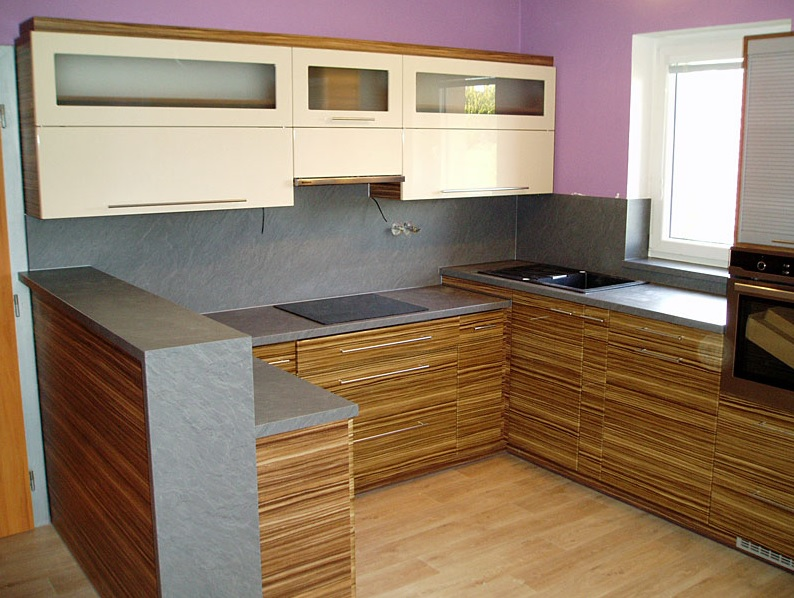 Výroba nábytku do interiéru, bytu - kuchyně, vestavné skříně, dětské pokoje na míru