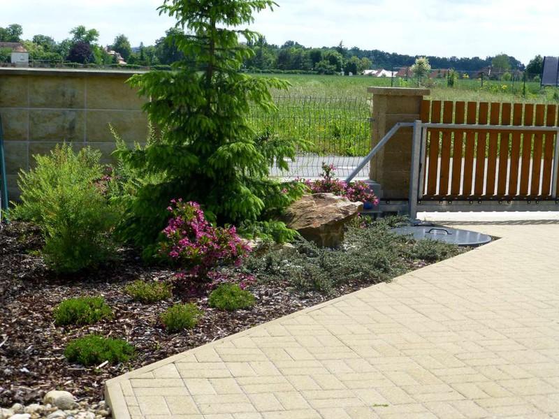 Jarní a podzimní zakládání záhonů a celoroční výsadba rostlin