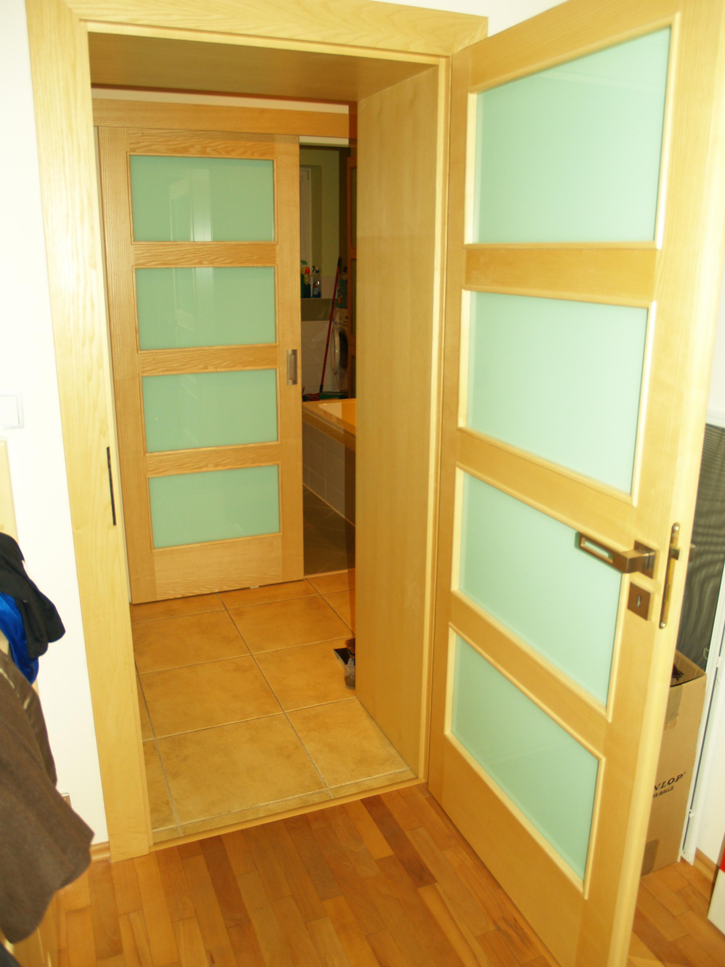 Opava  ,masívní dveře,kuchyně,postele,komody,schodiště.....