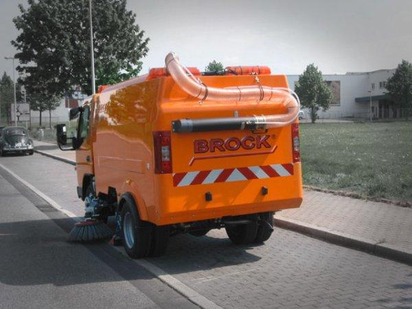Samosběrný zametač Brock do městských úzkých uliček