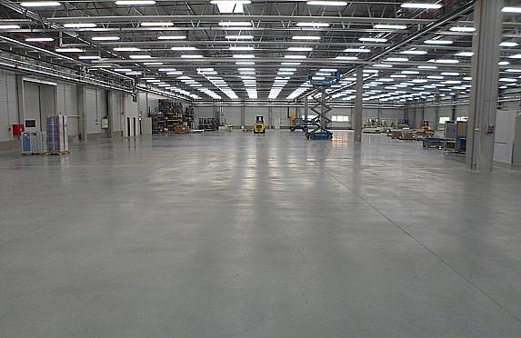 Průmyslové podlahy pro výrobní a skladové haly, komerční budovy, garáže
