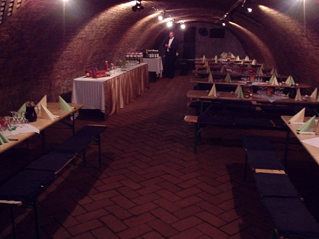 Vinný sklep Mikulov, degustace vína, lahvové a sudové víno