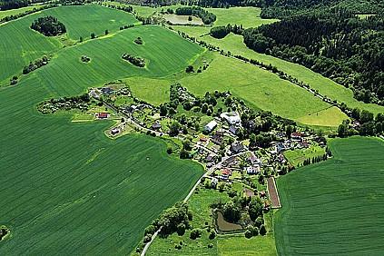Obec Šemnice a přidružené osady leží v Karlovarském kraji v okrese Karlovy Vary