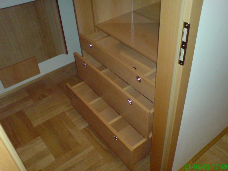 Vestavěné skříně na míru Praha – více úložného prostu ve Vašem bytě