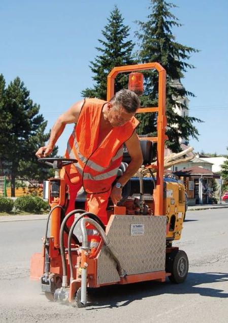 Opravy silničních výtluků, trhlin a spár - levné a rychlé lokální výspravy všech druhů povrchů