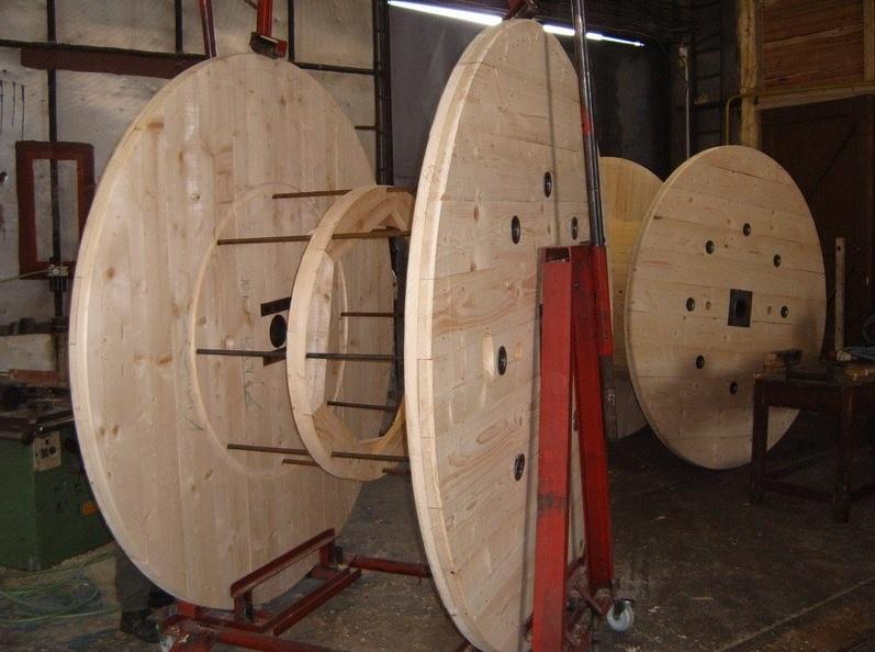Dřevěné kabelové bubny na zakázku od spolehlivé české firmy
