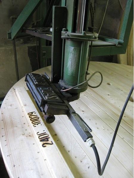 Výroba dřevěných kabelových bubnů