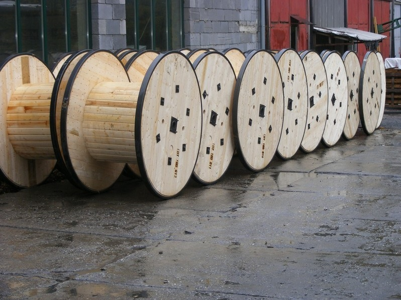 Custom wood cable reels manufactured by a reliable Czech company