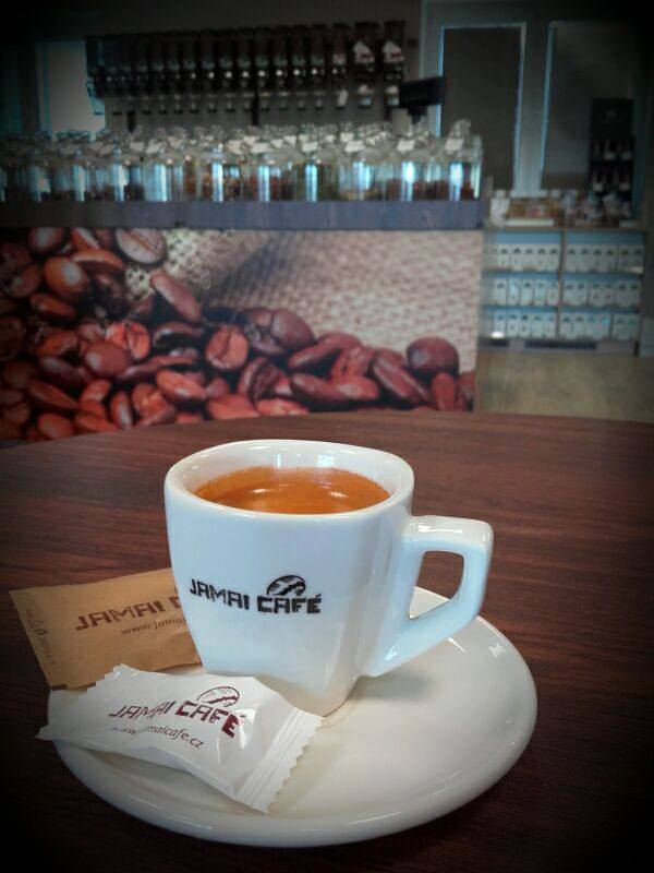 Pražírna kávy, pražení těsně před odběrem - čerstvě pražená káva