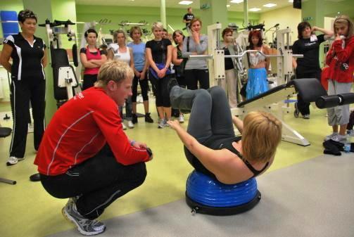 Funkční intervalový kruhový trénink Opava - kruháč, skupinové cvičení, cvičení s vlastní váhou