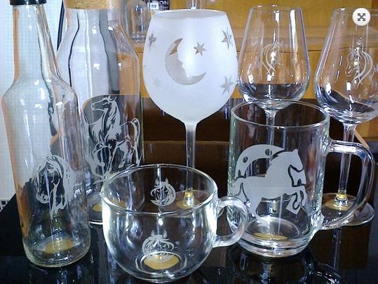 Pískování skla, nerezu - loga, textu na sklenice, krýgly, lahve s vínem