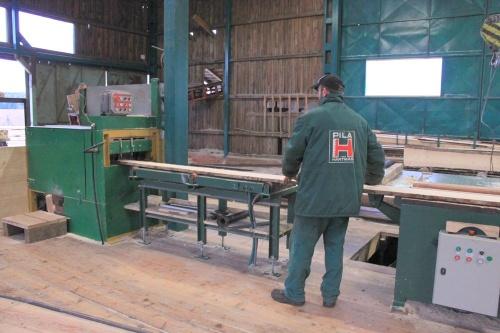 Vyrábíme stavební řezivo ze smrkové kulatiny
