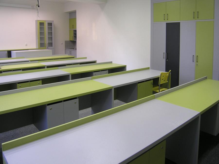 Nábytek pro firmy výroba Praha – kvalitní práce a výroba na míru