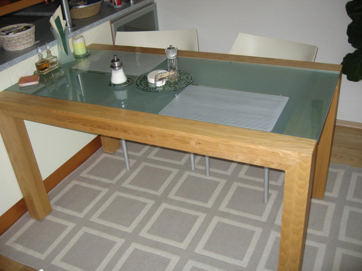 Skleněné stoly jídelní – výroba na míru Praha