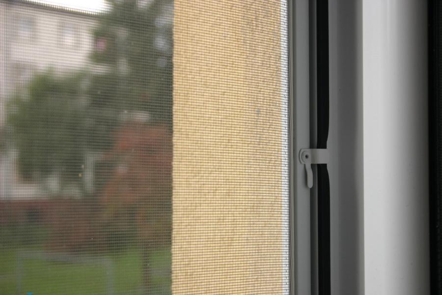 Dveřní a okenní sítě proti hmyzu - pevné, posuvné, rolovací