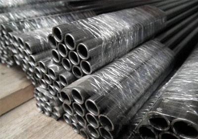 Prodej potrubního příslušenství z oceli - příruby, trubkové oblouky, ohyby, přechody, T-kusy