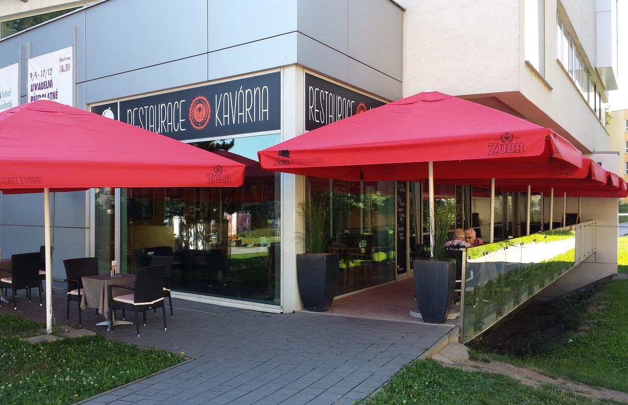 Restaurace s letní terasou, kavárna a bowling - bezbariérový přístup