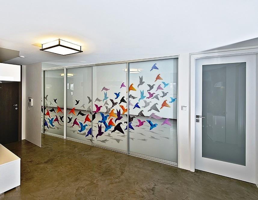 Vestavěné skříně na míru i do atypických prostor - posuvné otvíraní dveří podle Vašeho vkusu