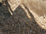 Kvalitní dřevní odpad pro použití v zahradnictví a jako palivo