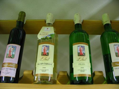 Výroba a prodej kvalitního českého vína z vinařství s dlouholetou tradicí