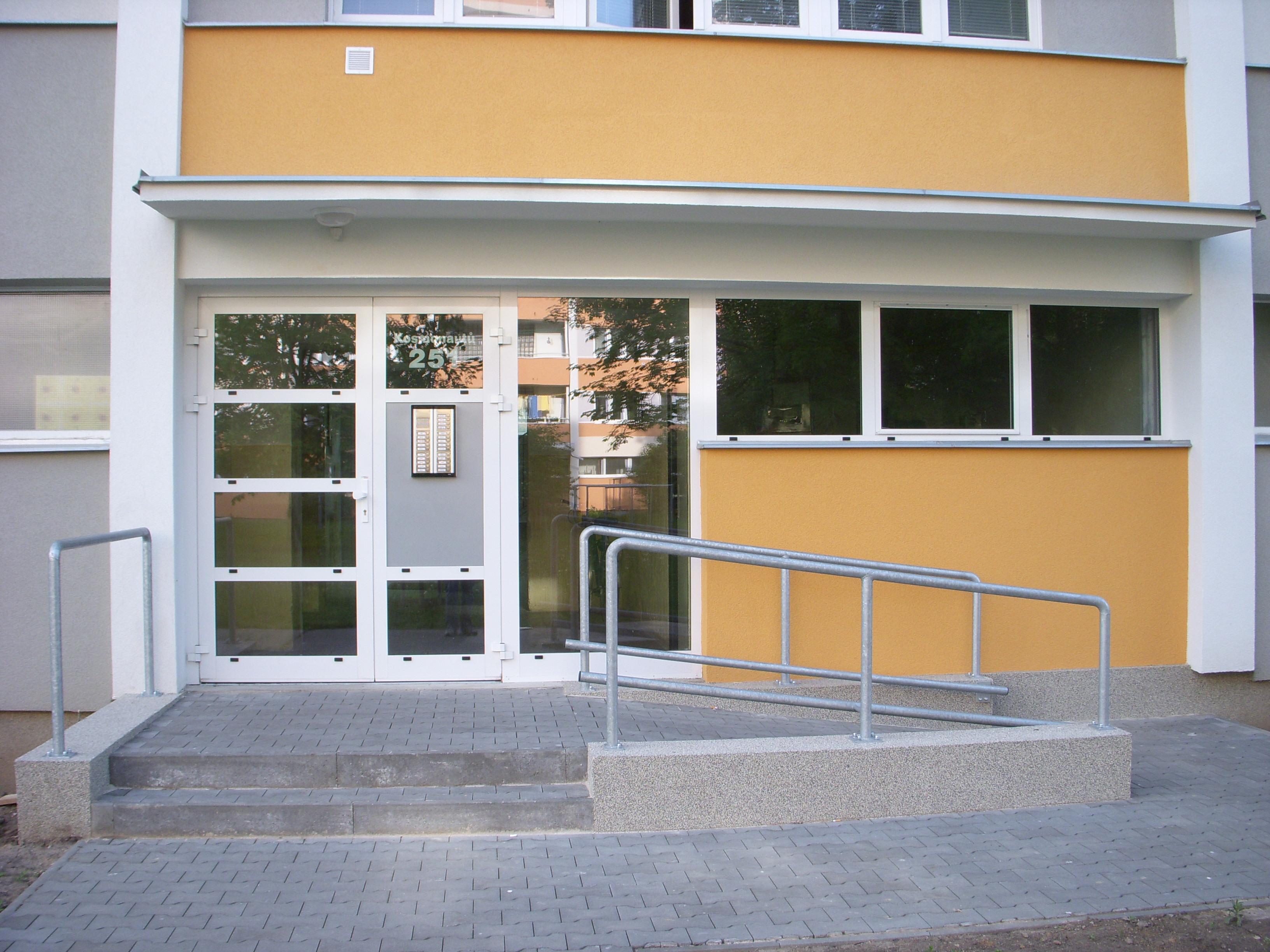 Hliníkové prosklené dveře