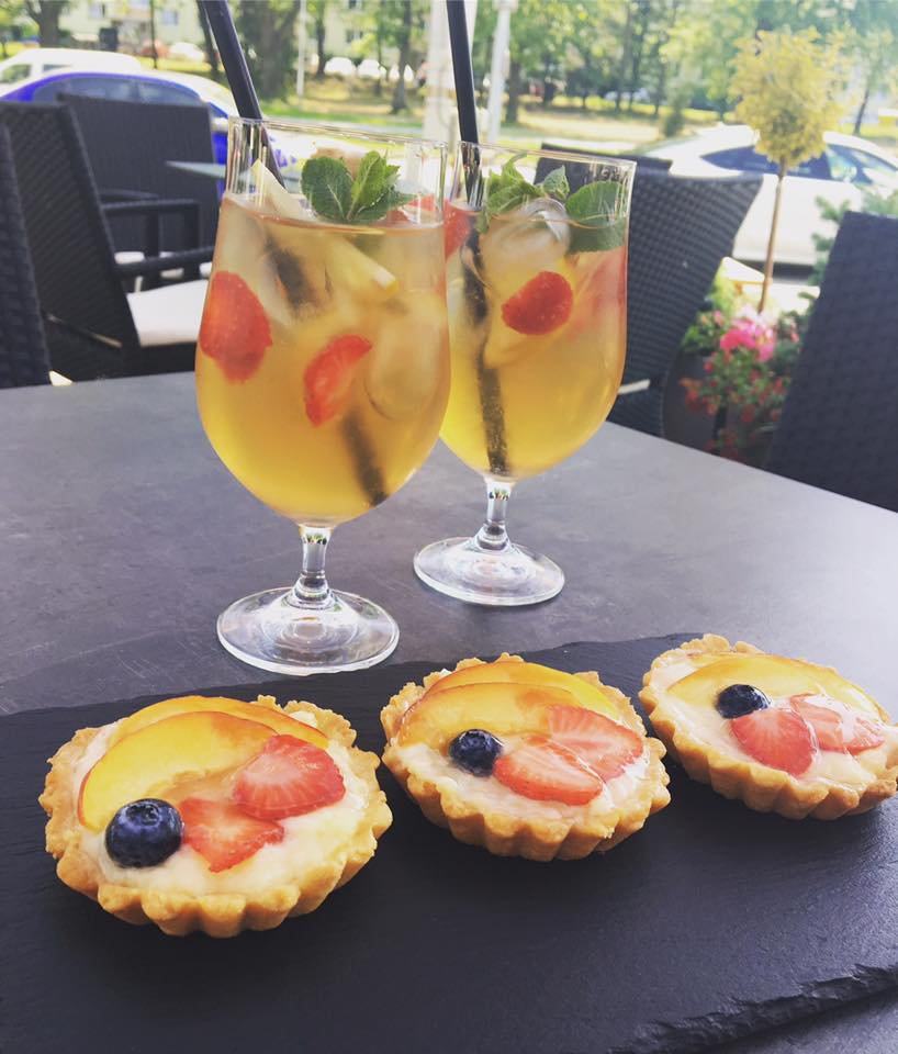 ovocné limonády a dezerty v kavárně Lusso Caffe Zlín