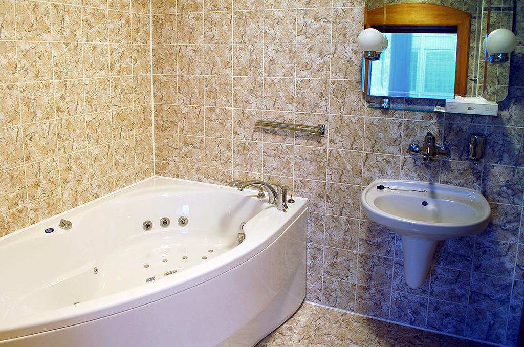 Sociální zařízení v hotelu Uno