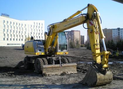 Pronájem kolového bagru 7,5 t Ostrava