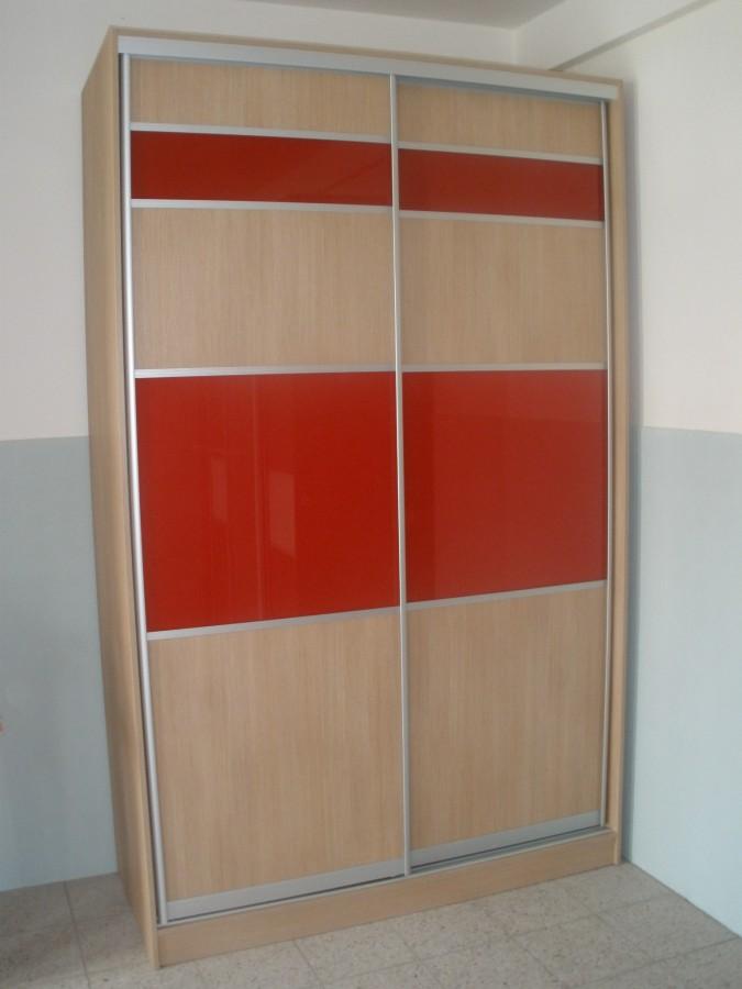Výroba a montáž vestavěných skříní na míru z kvalitních materiálů