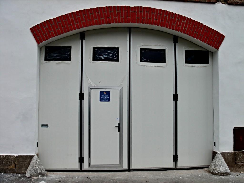 Průmyslová sekční vrata pro průmyslové haly, sklady, autoservisy
